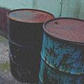 路地裏のドラム缶