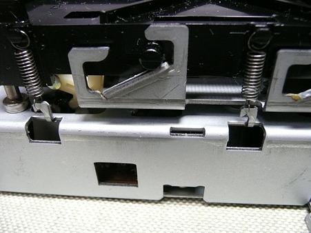 ディスクドライブ バネ1