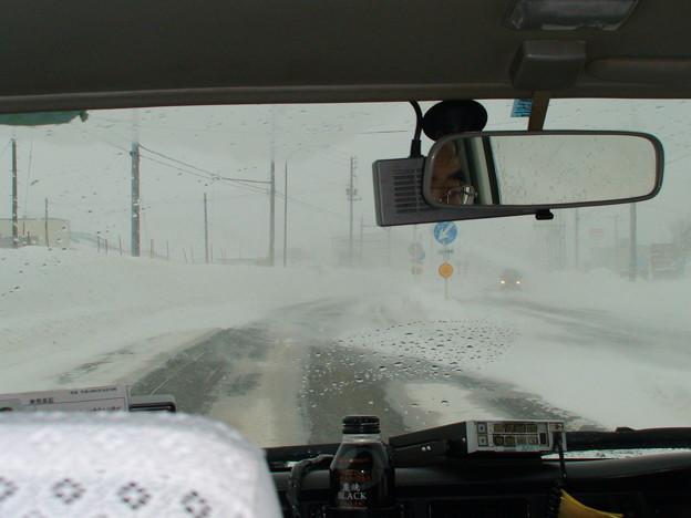タクシーで移動地吹雪