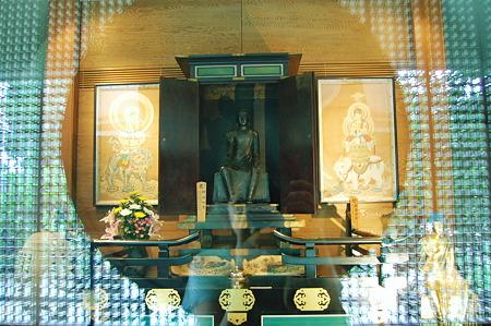 金銅釈迦如来倚像