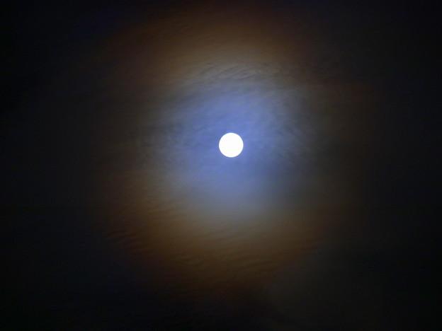 光る雲 III