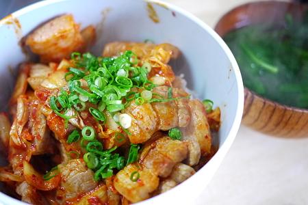 塩豚キムチ丼