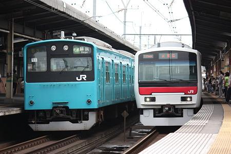 2010/06/27(日) 京葉線 201系(左)とE331系(右)[稲毛海岸駅にて]