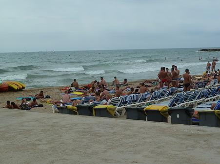 男子ばなりなので反対側のビーチに決定
