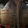 写真: もう暫くしたら『愛知名産八丁味噌』の樽の上に乗ります。(´Д`) RT @2h...