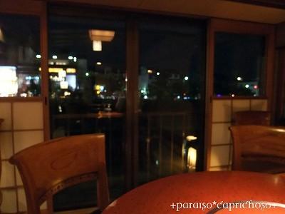 テーブル席1・鴨川を眺めながら