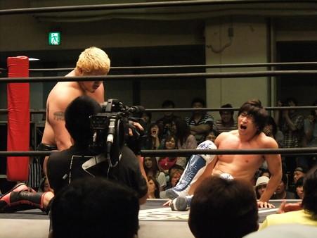 "DDT ""What are you doing 2012"" KO-D無差別級選手権試合 火野裕士vs飯伏幸太 (11)"