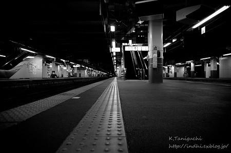 最終列車前ホーム NEX5 E16F2.8