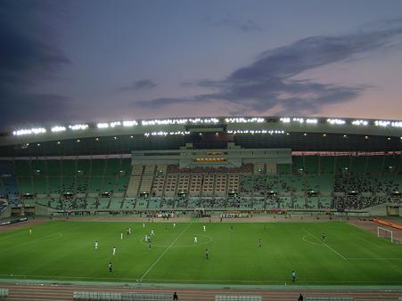 夕暮れとスタジアムとサッカーと。