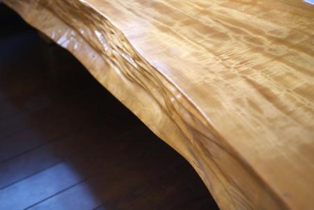 2011.09.07 居間 テーブル(栃の木 1994.5 900×2,160×110 飯豊)
