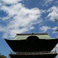 Photos: 秋の青空をバックに仁王門、称名寺!(110924)