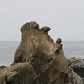写真: 100513-97鵜戸神宮・御本殿前の奇岩