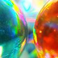 写真: 対面するビー玉
