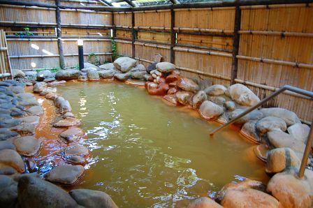 冬期間は閉鎖する露天風呂