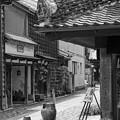 モノトーン 川越蔵造の町並み 路地裏は素敵な通りが・・20120624