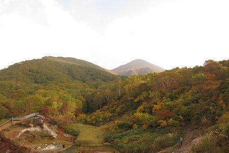 111009-142657 中の湯から磐梯山を望む